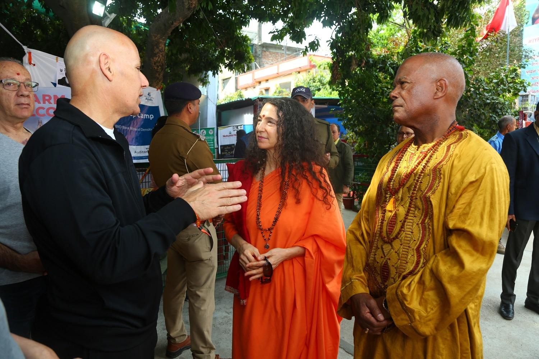 ambassador interacting with presenters