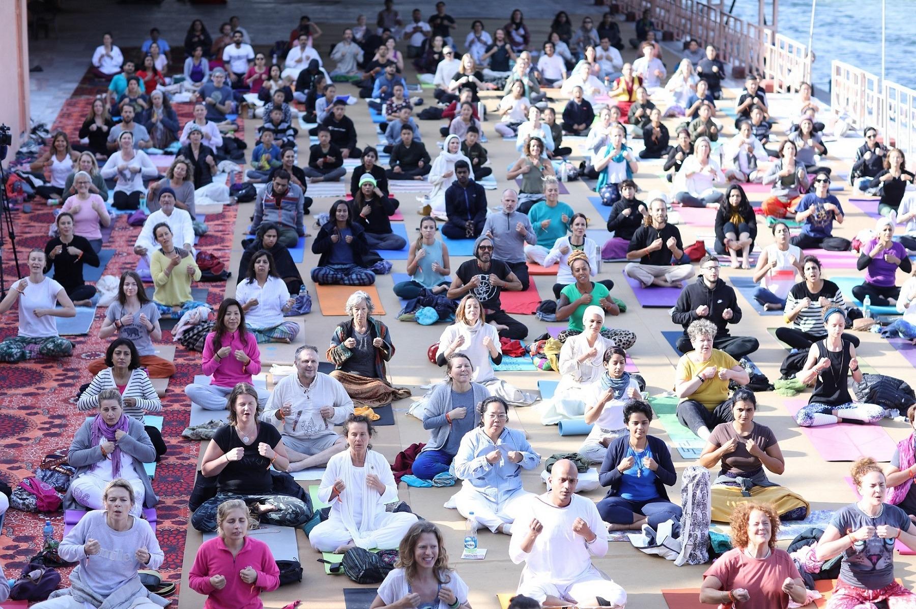 parmarth ganga ghat yoga